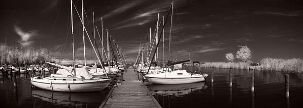 In the harbour of badacsony || Nikon D70 | Nikon VR 18-200mm | 1/25 | F/3.5 | ISO 200 | Suntek R72 infrared filter