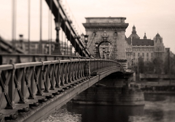 Chain Bridge || Nikon F-801s | Homemade Tilt-shift lens | Fuji X-Tra 400 - converted to B&W