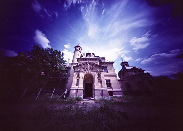Schossberger Castle || Zeroimage 4x5 | F/138 | Fuji NLP 160 (expired)