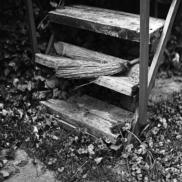 Beautiful decay #2 || Yashica Mat-124G | Yashinon 80mm F/3.5 | Foma Fomapan Classic 100