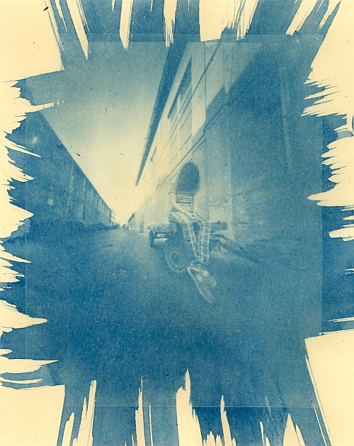 Head down (cyanotype version) || Zeroimage 4x5 | Cyanotype