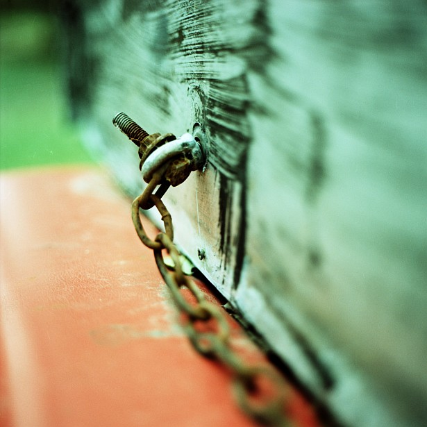 Chain || Bronica SQ-A | Zenzanon-S 80mm f/2.8 | Fuji Provia 100F | Cross processed