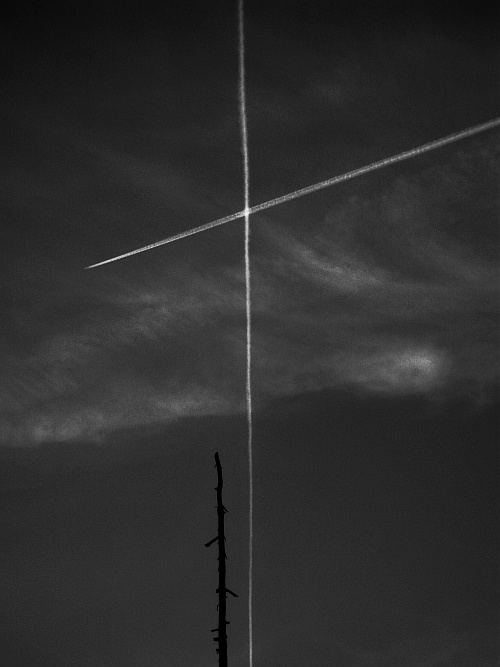 Crossing & parallel lines || Sony DSC-S750 | F/9.3 | 1/250 | ISO 100