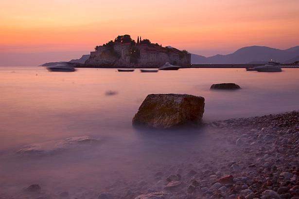 Sveti Stefan || Nikon D70 | Nikon VR 18-200mm@28mm | 30 sec | F/6.3 | ISO 200