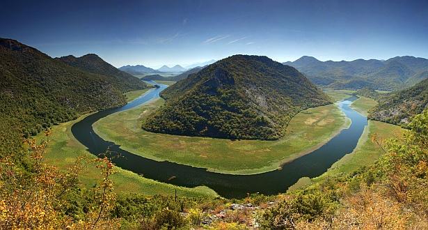 Rijeka Crnojevica #1 || Nikon D70 | Nikon VR 18-200mm@18mm | 1/60 sec | F/8 | ISO 200