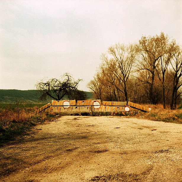 Dead end #1 || Yashica Mat-124G | Yashinon 80mm F/3.5 | Fuji Provia 100F - cross processed
