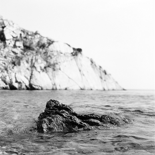Rocks & water #2 || Yashica Mat-124G | Yashinon 80mm F/3.5 | Foma Fomapan 100