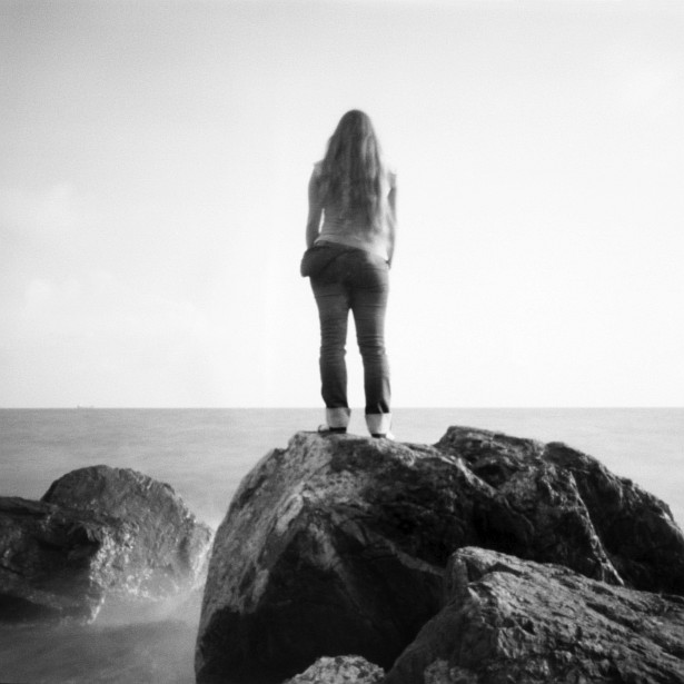 Kinga, Vica and the Ligurian Sea #2 || Pinholga | Foma Fomapan 100